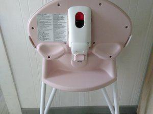 la chaise haute Babybjörn pliée.