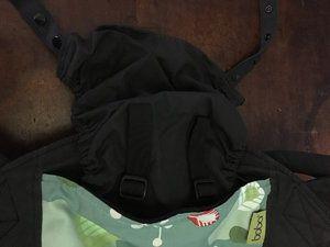 La capuche avec sa poche de rangement